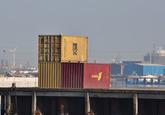 Containers op de kade bij Arrow Terminals.
