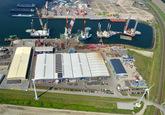 Westhofhaven met diverse off-shore werkschepen bij VDS en BOW terminal