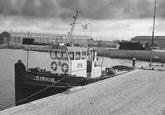 Sleepboot Sirius van aannemingsbedrijf W.J. de Bruyn aan de kade in de...