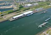 Buitenhaven van Vlissingen met de  bedrijven Finsa, DOC en Vesta...