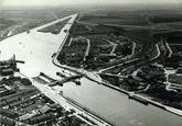 Sluiskil met brug voor de kanaalverbreding van 1968.