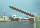 Binnenvaartschepen in de sluis te Terneuzen.