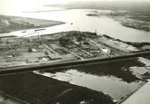 Overzicht Sloehaven, terrein Pechiney 1 met de in aanbouw zijnde...