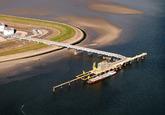 Luchtfoto Vlissingen-Oost van steiger bij Total.