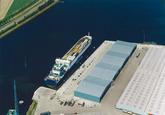 Luchtfoto zeeschip van Tor Line aan de RoRo I kade in de...