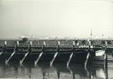 Buitenhaven bij Terneuzen. Op de achtergrond is de scheepvaart op de...