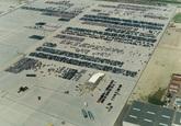 Recent opgeleverde terreinen voor de ro-ro terminal met auto's voor...