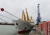 Lossen van bananen uit het schip Chiquita België in de Bijleveldhaven...