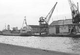 Schepen aan de kade van de Noorderkanaalhaven bij Aug. de Meijer.