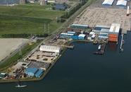 Kraayerthaven met vestigingen van ASK Romijn, shipyard de Donge,...