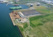 Zeeland Bulk Terminal aan de San Marinoweg met kade aan de Qualeshaven