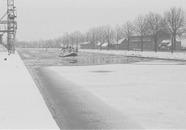 Peilboot HT1 in zijkanaal C naar de Axelse Sassing. Het zijkanaal is...