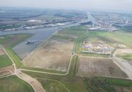 Terreinen bij de verlengde Autrichehaven op de Axelse Vlakte.