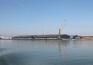 Loodsen van Verbrugge Terminals aan de Sloekade.