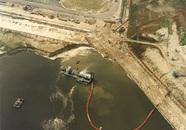 Baggerwerkzaamheden nieuwe kade Axelsevlakte haven.