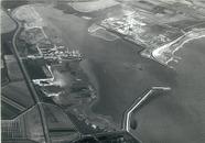 Overzichtsfoto van het havengebied Vlissingen-Oost. Aan de linkerkant...