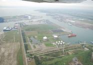 Terminal van Vopak aan de Quarleshaven en voormalig FMT terrein aan de...