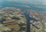 Luchtfoto Kanaalhavens Terneuzen en westelijke kanaaloever. Op de...