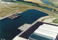 Luchtfoto Westhofhaven met in aanbouw zijnde kade van Sealake.