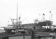Schepen in de Zuiderkanaalhaven.
