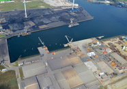 Kaloothaven gezien vanaf AWT richting de kolenterminal van OVET
