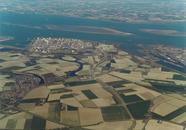 Luchtfoto Westelijke Kanaaloever en Dow Chemical.