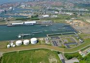 Buitenhaven van Vlissingen met de bedrijven Finsa, DOC, brandweer...
