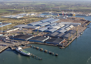 Quarleshaven met Verbrugge Zeeland Terminal met op de voorgrond ro-ro...