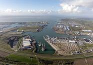 Overzichtsopname met de Westhofhaven op de voorgrond gefotografeerd...