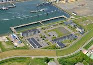 Buitenhaven van Vlissingen met de marine kazerne.