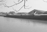 Binnenvaartschip in Zijkanaal C bij de Axelse Sassing bij de Cebeco.