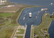 Sluizencomplex Terneuzen is de verbinding tussen de havens aan het het...