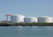 Opslagtanks Vopak aan de Buitenhaven.