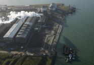 Century Aluminium, met kade waar Scheepswerf Reimerswaal zich zal...