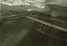 Linksboven de bestaande Kraaijerthaven. Midden op de foto de gegraven...