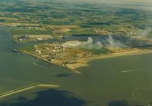 Luchtfoto van de havenmonding van het havengebied Vlissingen-Oost met...