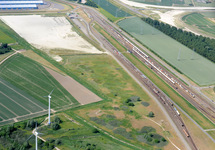 Luchtfoto terrein en spoorwegemplacement langs de Europaweg Oost te...