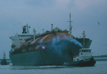 LNG tanker in de Braakmanhaven te Terneuzen