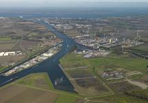 Luchtfoto verlengde Autrichehaven,  Kanaaleiland Sluiskil en...
