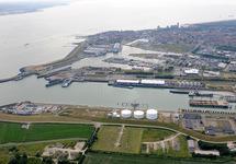 Zicht op de Buitenhaven, Binnenhavens en stadscentrum van Vlissingen.