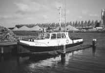Peilboot H.T. 1 aan het steigertje in de Zuiderkanaalhaven.