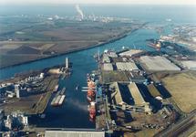 Luchtfoto Zevenaarhaven met terminal van Verbrugge Terminals.
