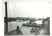 Verkeersbrug, spoorbrug en twee overzetveren te Sluiskil. Deze foto is...