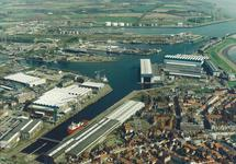 Luchtfoto binnen- en buitenhavens te Vlissingen.