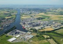 Kanaal Gent-Terneuzen, vanaf de Axelse Vlakte richting Terneuzen...