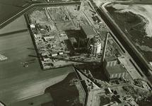 Links op de voorgrond de aanzet van de glooiing langs de Kalootdijk....