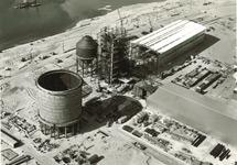 Overzicht Pechiney fabriek in aanbouw, met op de voorgrond het...