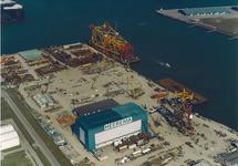 Luchtfoto van Heerema Havenbedrijf B.V. aan de Van Cittershaven te...