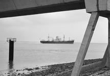 Zeeschip op de Westerschelde, ter hoogte van het Scheldesteiger bij...
