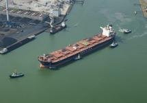 Zeeschip Besiktas Kazahstan met sleepboten in de Van Cittershaven,...